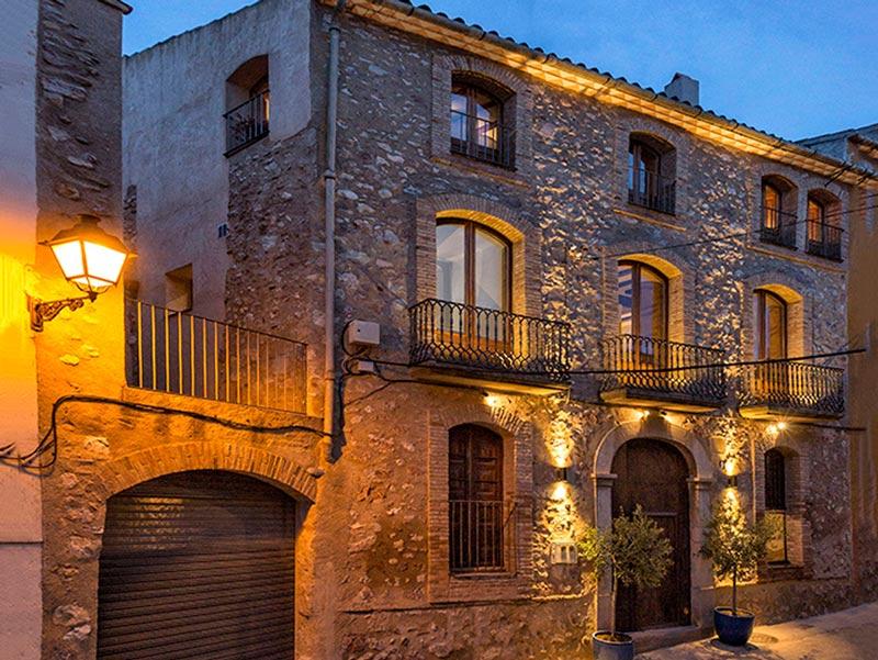 EL PALAUET DEL PRIORAT. suites & experiences (Cornudella de Montsant, Tarragona)